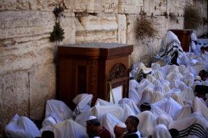 Imam Wahabi Menyerupai Pendeta Yahudi memakai ghurtah kain penutup kepala (tapi bukan sorban/turban)2